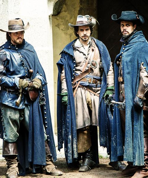 The Three Musketeers  Hier kann man mal schön die Mäntel sehn =)