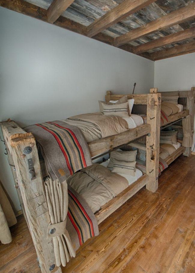 Pin de Susan Pascoe en Bunkhouse looking bedrooms | Pinterest ...