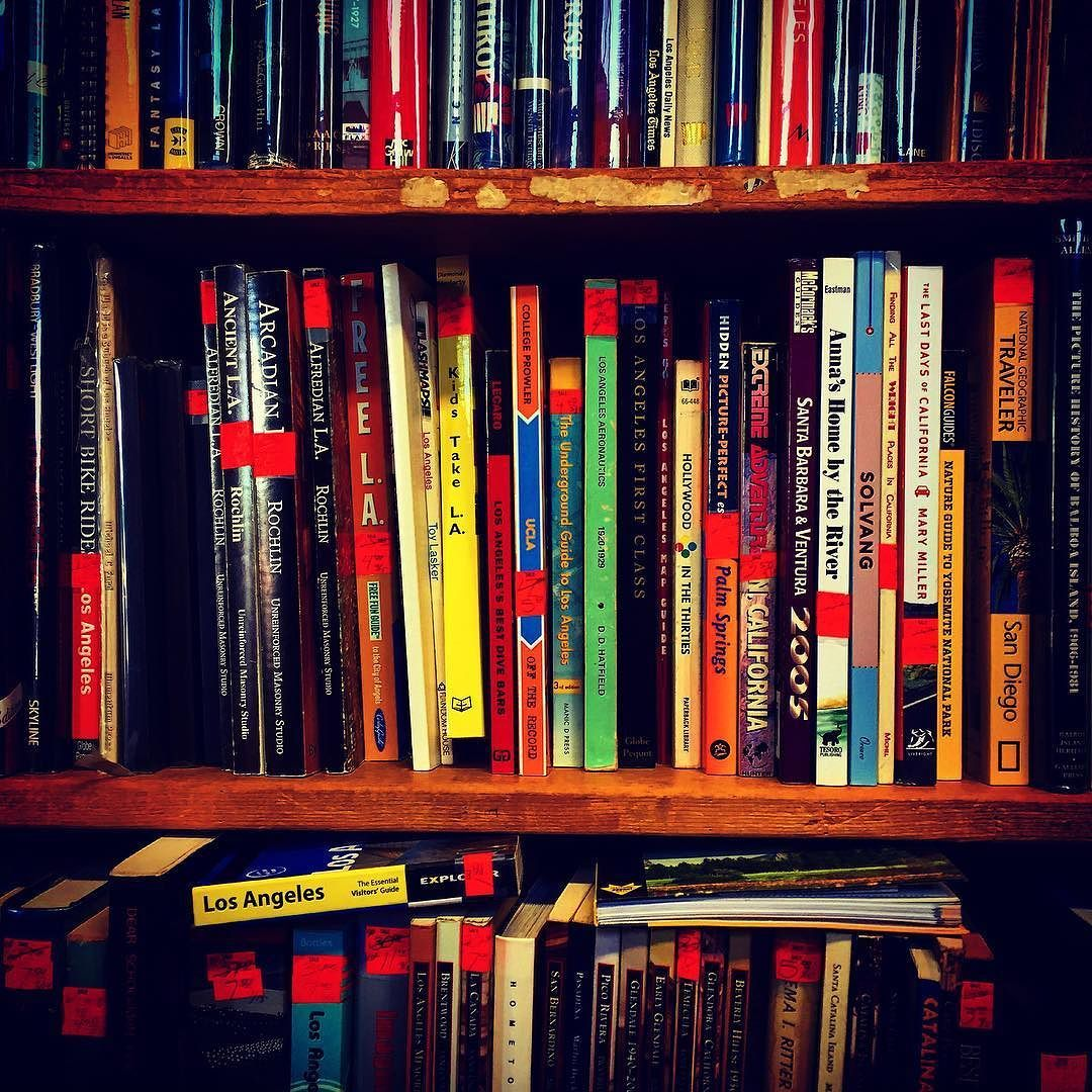 So many books. So little time. Saturday books browsing in #vannuys #rmwblog #books #reading #losangeles