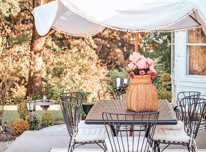 DIY Umbrella Cover with Pom Poms | DIY and Tutorials | Diy patio