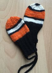 Photo of Kleine Handschuhe ohne Daumen sind praktisch und schnell gestrickt aus Sockenwol…