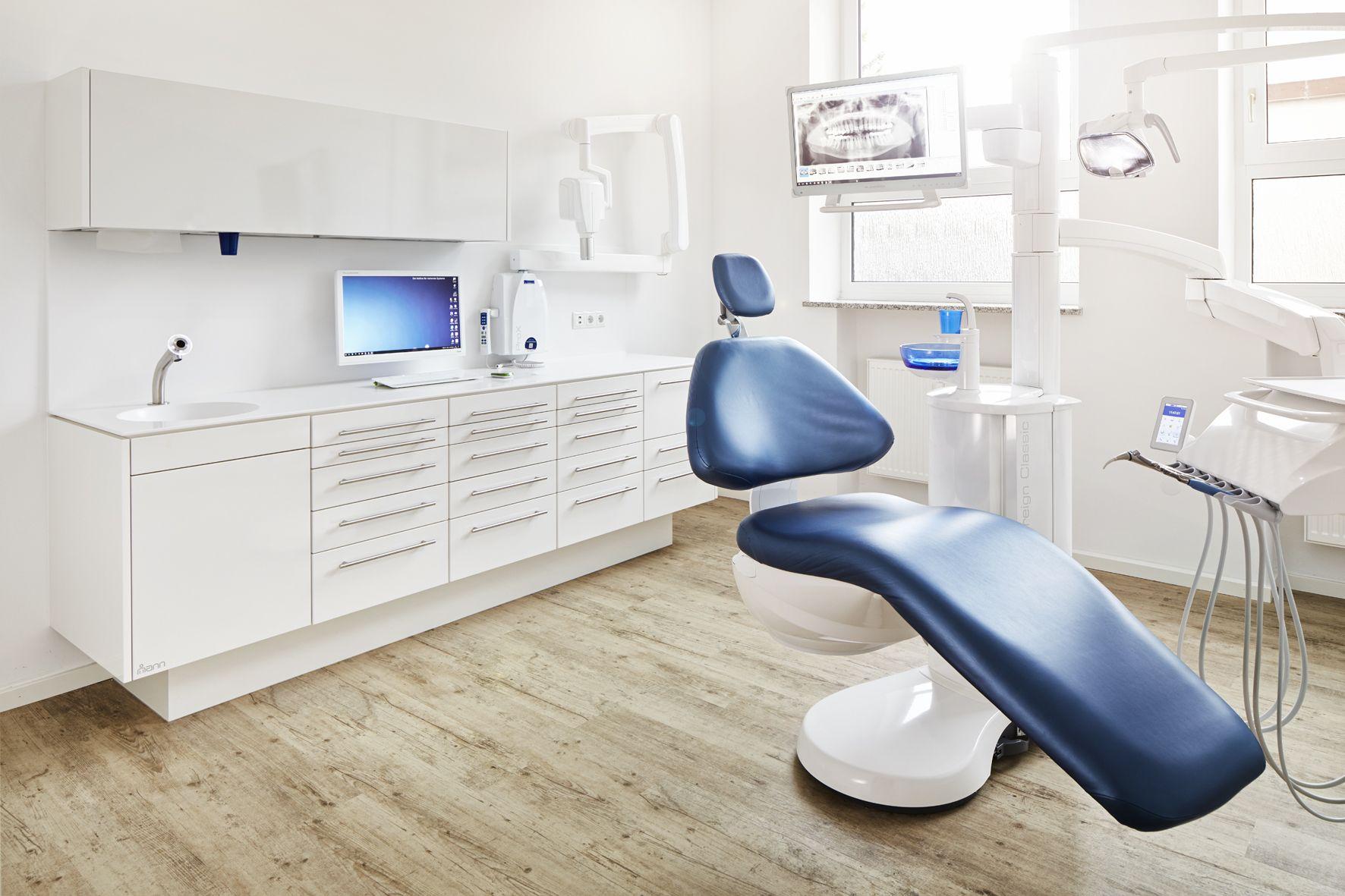 Mann Mobel Behandlungszeile S Typ Fur Die Dentale Praxis Mit Funktionalem Hygieneschrank