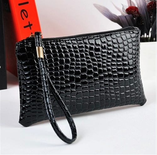 Black is a color that can go with all the outfits; it is perfectly trendy and chic. Are you looking for a wallet to satisfy your stylish diva soul? For all these souls, we present a very sassy, pure leather  wallet within one's means. Follow this link to make a purchase: http://www.aliexpress.com/…/women-…/1757764_32364163210.html MRP: US $14.39