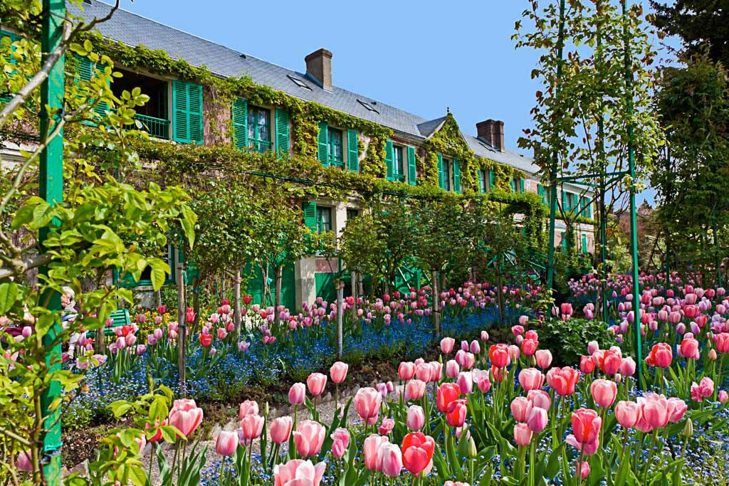 The Entrance and the Balcony of Claude Monet\'s house to Giverny ...