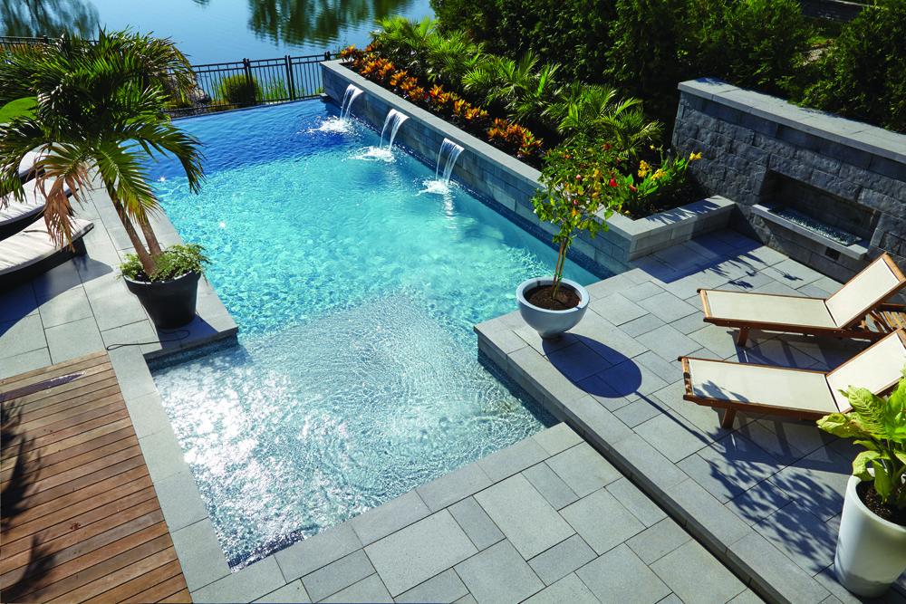 Pool backyard transpave betobloc family for Design piscine 47
