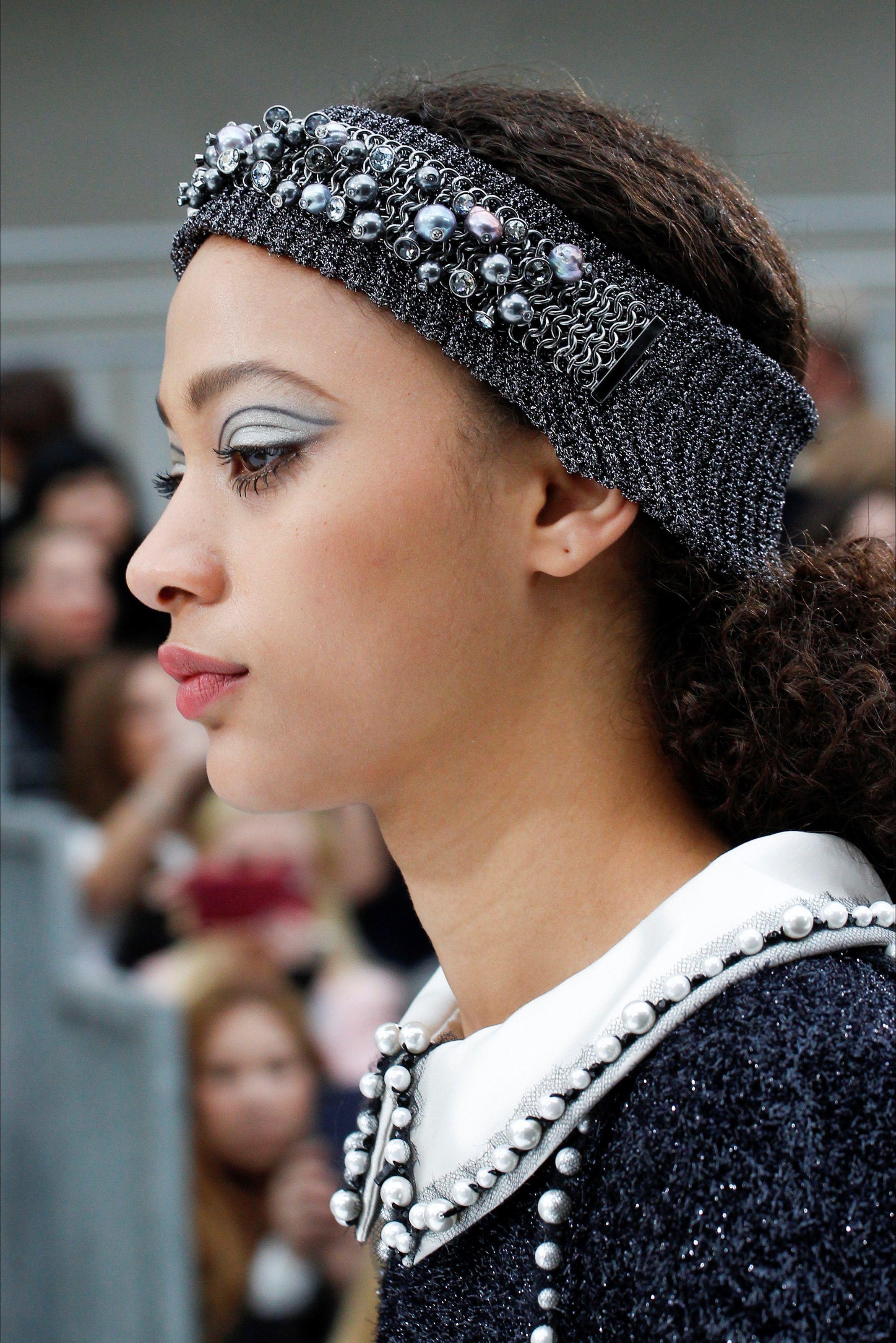 Sfilata Chanel Parigi - Collezioni Autunno Inverno 2017-18 - Vogue ... 337f9a4a500