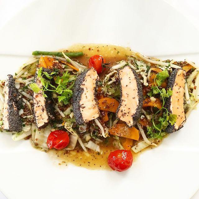 Tataki de saumon au pavot  #fish #salmon #bømlo #tataki #pavot #quinoa #légumes #saumon #délicieux #yummy #food #foodporn #strasbourg #pianogrill #amazing by charly2022
