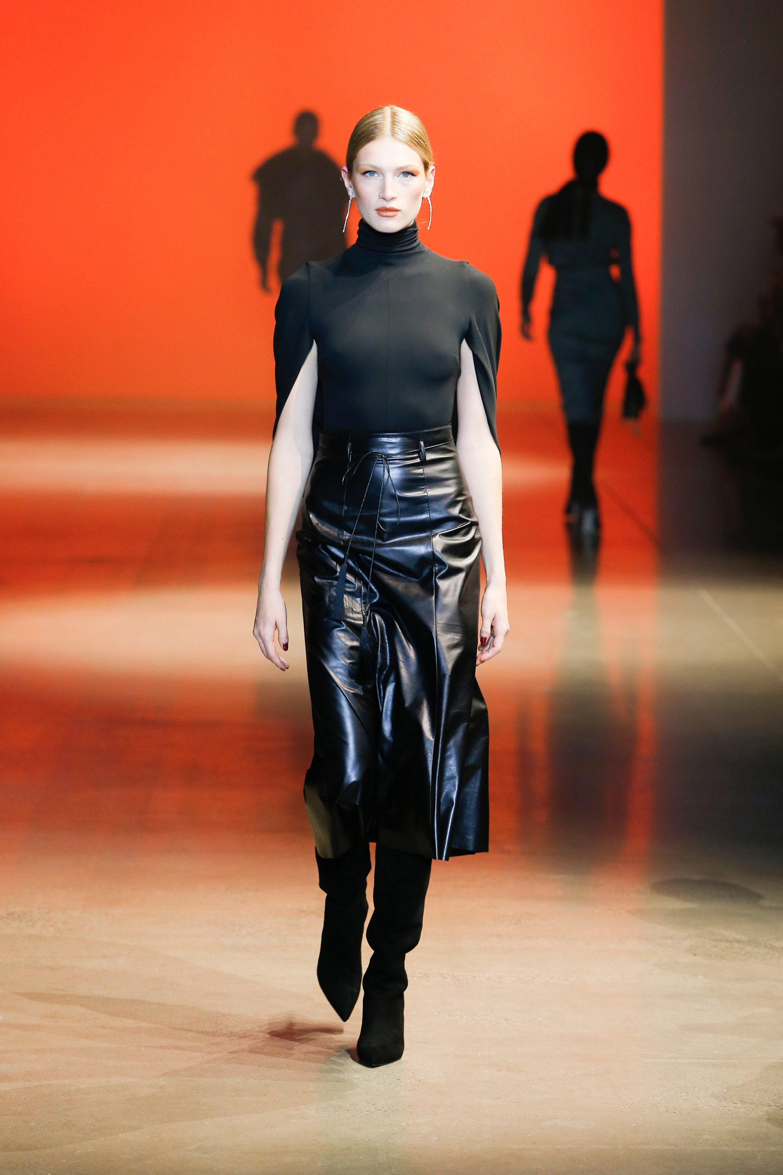 +20 Fall Fashion Trends of 2020 for the Fans of Unusual Shoulders and Sleeves