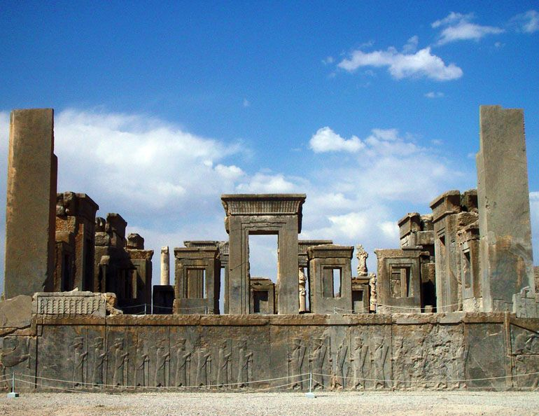 Persepolis, The southern Viiew of Darius' private palace, Tachara. Photography: Erdinç Bakla (2002)