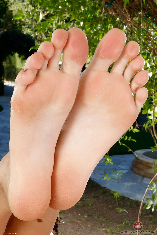 Feet Claudia Thompson nude (52 photo), Fappening