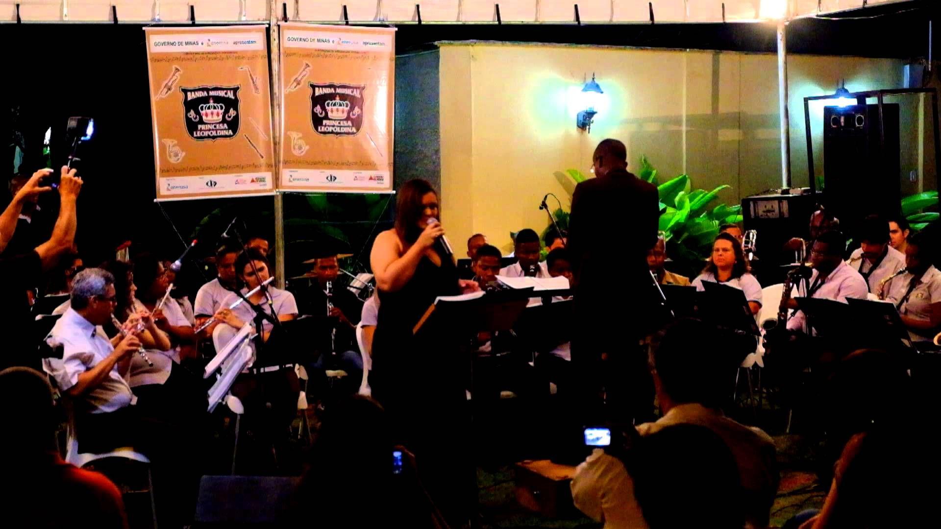 Lidiane Machado canta no Concerto de NATAL da BPL
