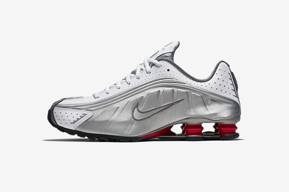 Nike Przywraca Oryginalna Wersje Butow Na Sprezynach Nike Shox R4 Nike Shox Nike Shox R4 Nike