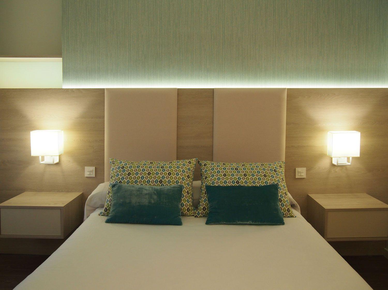 Dormitorio Principal En Vivienda Cabecero A Medida Realizado En  ~ Luces Led Para Cabeceros De Cama
