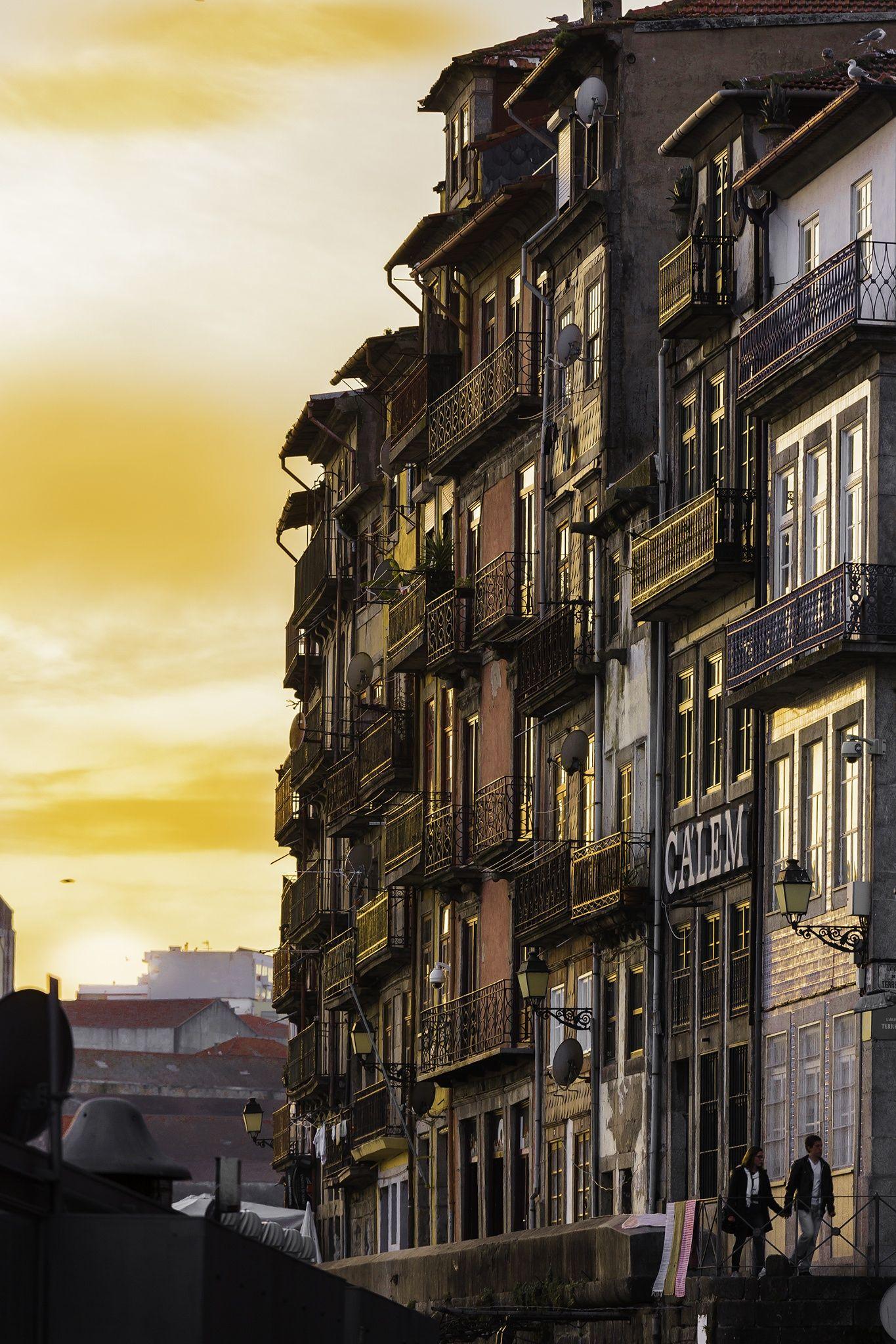 Porto's docks by Guillaume Passaglia