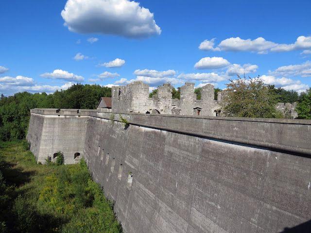 Himmel fototapete hinter burgmauern von flottelotta liebt - Fototapete blau ...