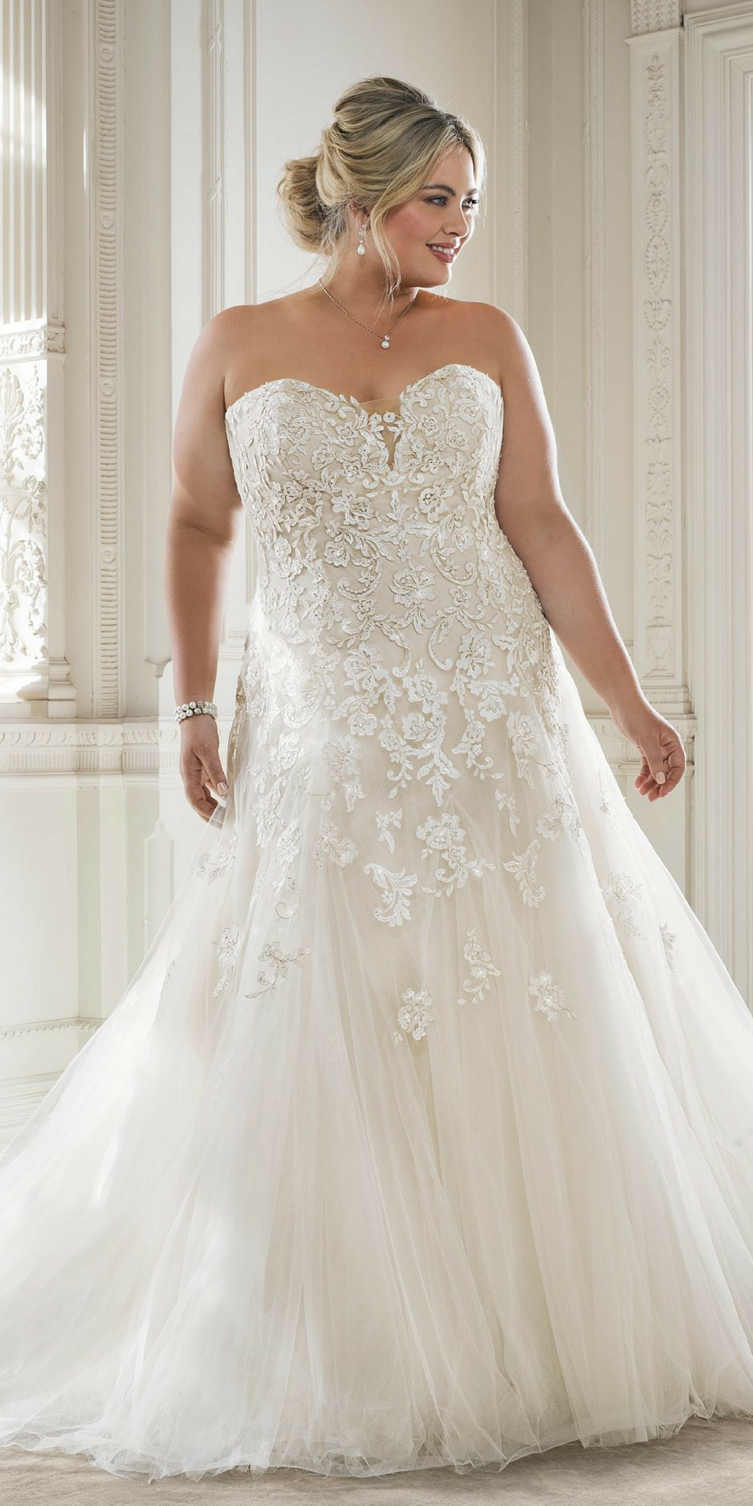 Plus size party dresses for weddings  Beautiful Summer plus size curvy women Wedding dresses On Beach