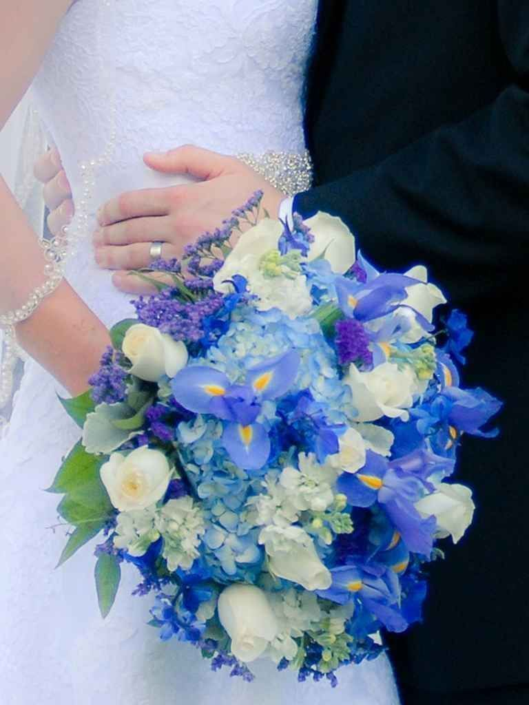 The best blue wedding flowers and 16 gorgeous blue bouquets the best blue wedding flowers and 16 gorgeous blue bouquets theknot izmirmasajfo