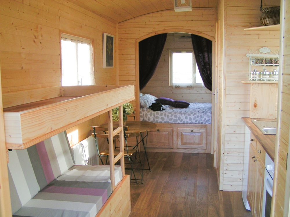 Int rieur roulotte tout confort am nagements int rieurs for Amenagement interieur camping car
