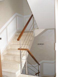 Frisos de madera en escaleras pasa mano gradas decor house y home - Zocalos para escaleras ...
