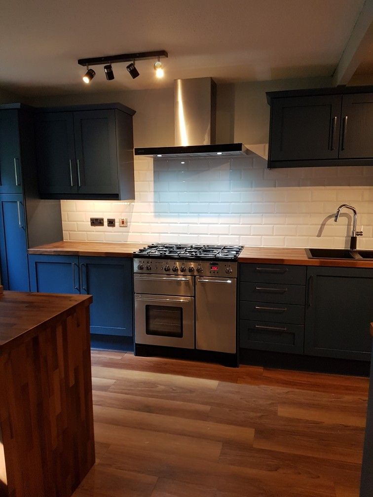Best Stiffkey Blue Farrow And Ball Cabinets Wooden Counter 400 x 300