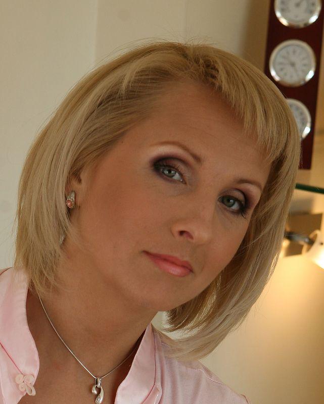 Blonde haare grune augen make up