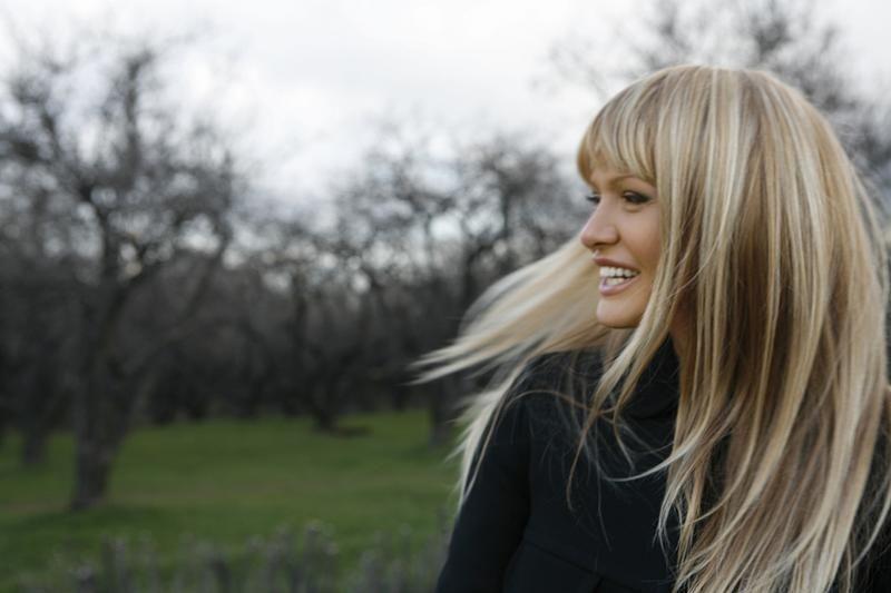 блондинки длинные волосы с челкой фото