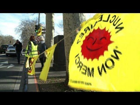 TV BREAKING NEWS Une chaîne humaine à Paris pour réclamer l'arrêt du nucléaire - http://tvnews.me/une-chaine-humaine-a-paris-pour-reclamer-larret-du-nucleaire/