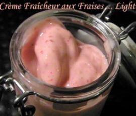 Recette Crème fraîcheur aux Fraises (recette Light). Attention : penser à préparer les fraises la veille car elle doivent être congelées !!
