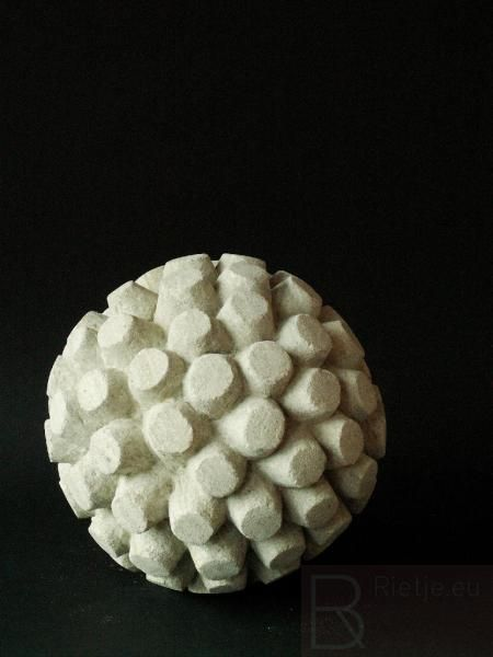 Vruchtbeginsel, 1 van 3 beelden. Lavasteen