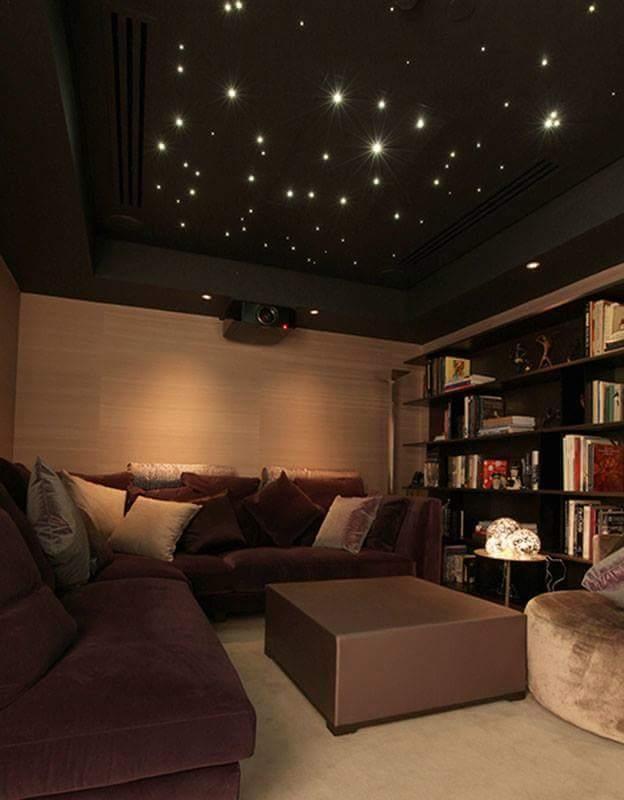 un espace salon tr s cocooning et une biblioth que avec. Black Bedroom Furniture Sets. Home Design Ideas