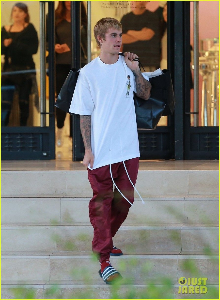 Justin Bieber Sticks His Tongue Out While Leaving The Store Justin Bieber  Style a789aa337d7