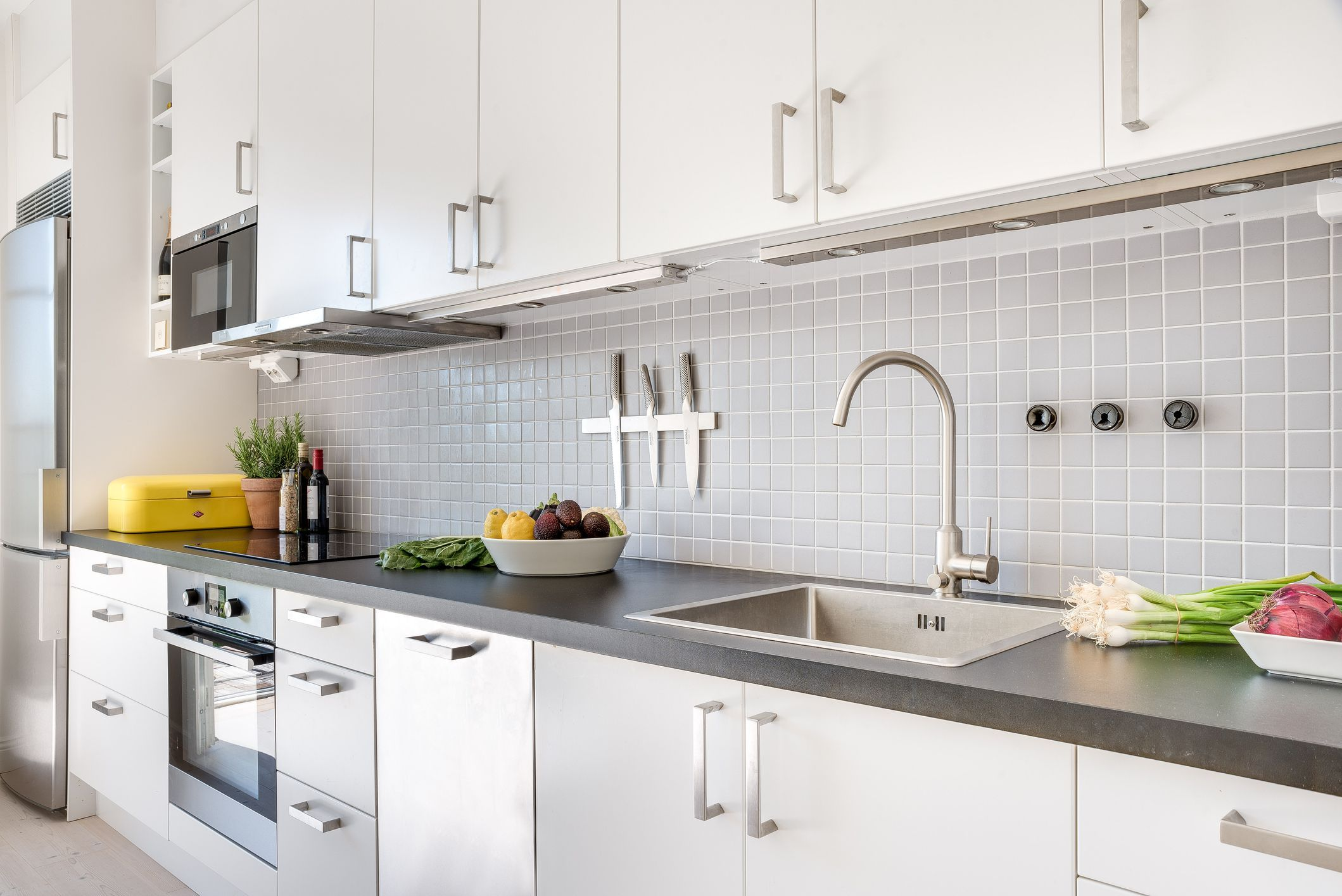 How To Fix Peeling Thermofoil Cabinets In 2019 Kitchen Cabinets