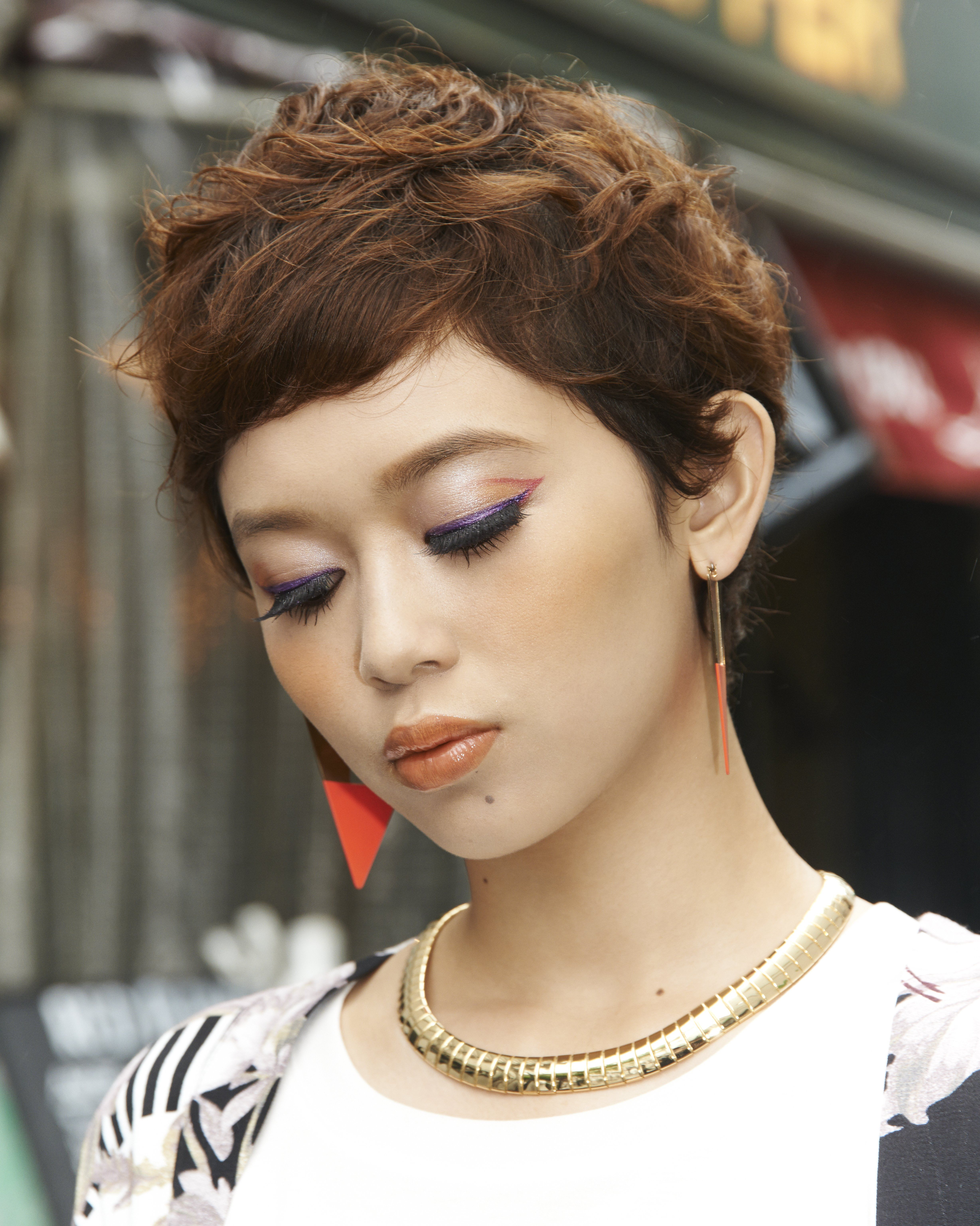 To create a playful effect on shu girl Miona, makeup