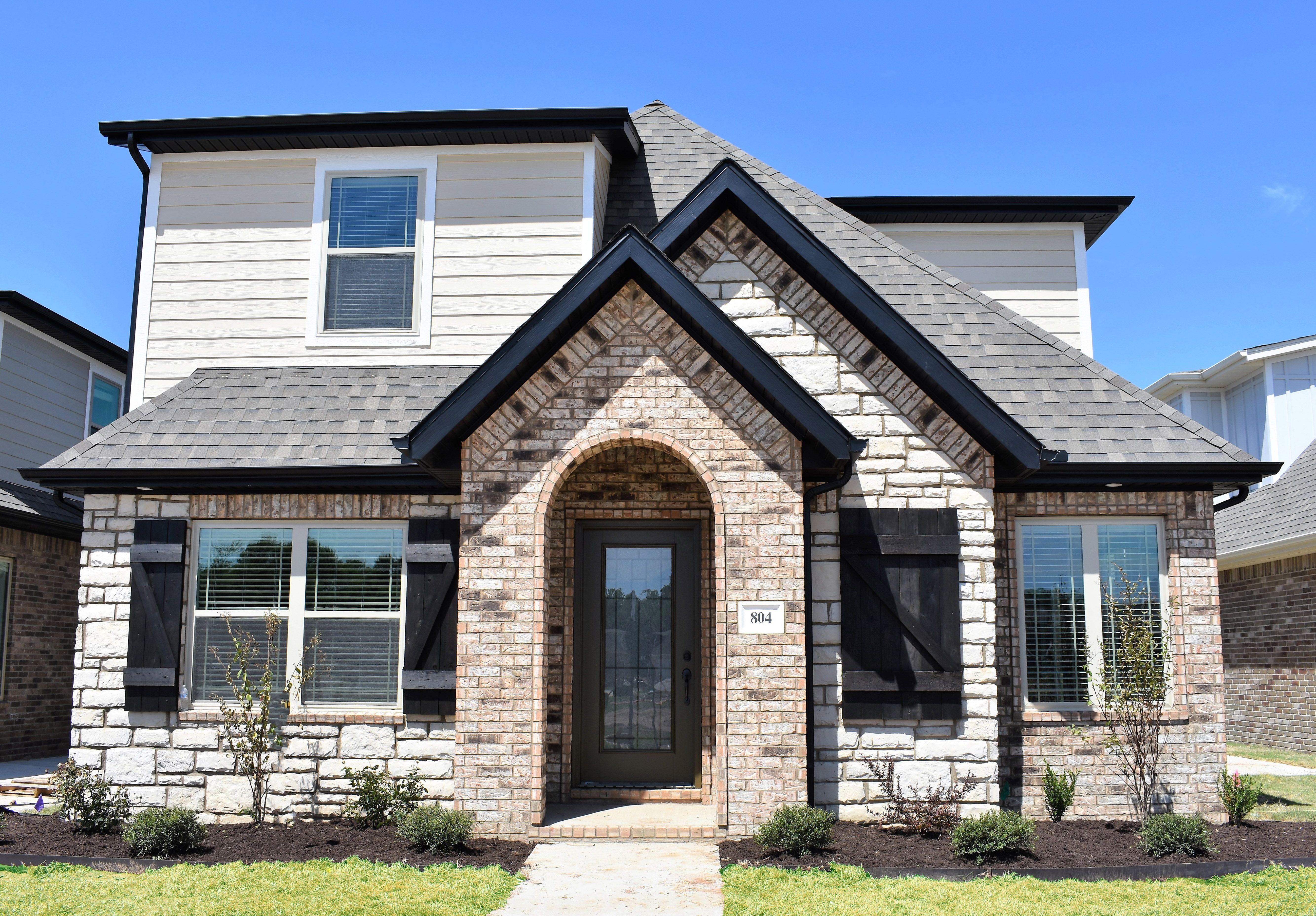 Hardie Ppg Seriously Sand 1085 3 Custom Home Builders Home Builders Custom Homes