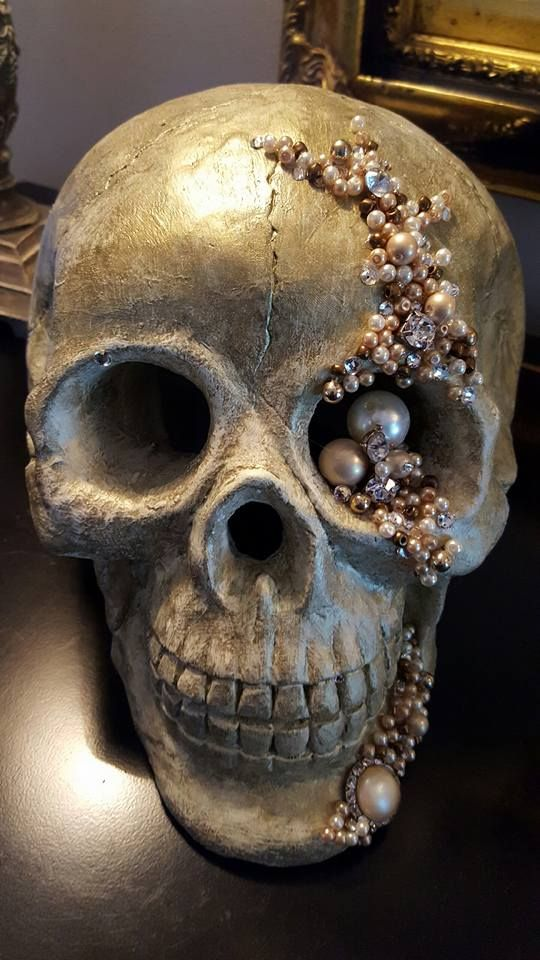 Glamorous Halloween Decorations For My Pearl And Jeweled Skull I Painted Ceramic Skull Off White With Bronze Rubbe Diy Skulls Chic Halloween Halloween Crafts