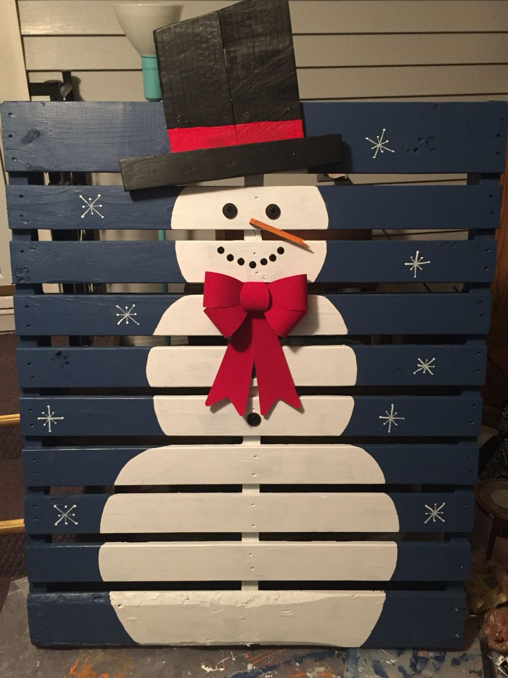 How to decorate your yard for christmas on a budget - Unique And Creative Christmas Ideas Make This Cute Snowman Pallet As A Fun Decoration