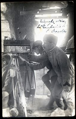 Italian soldiers with optical telegraph