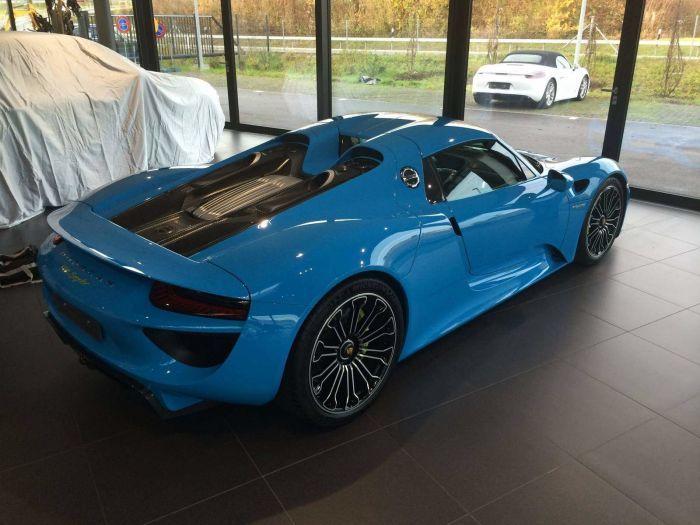 Baby blue Porsche 918 Spyder three-quarter rear