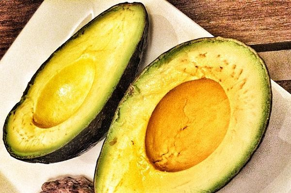 Consumido con moderación, el aguacate no aporta excesivas calorías
