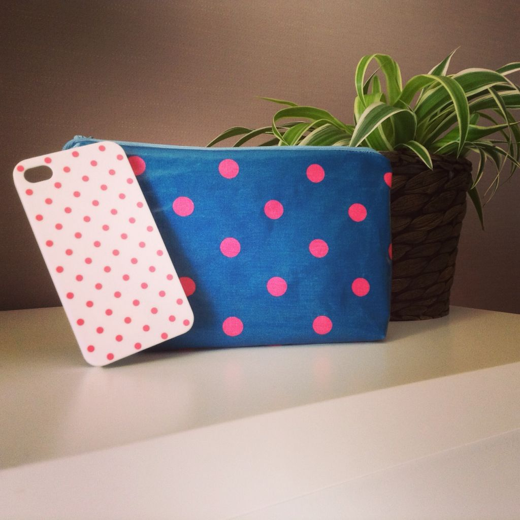 Trousse toile ciré :)  Girly
