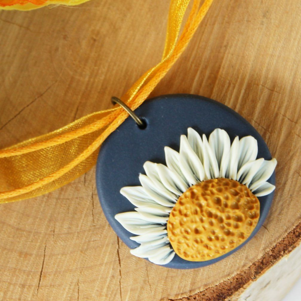 """My Vian on Instagram: """"How to make a polymer clay daisy pendant? Find out by watching our latest video, by the way, this method is also suitable for beginners 💛…"""""""