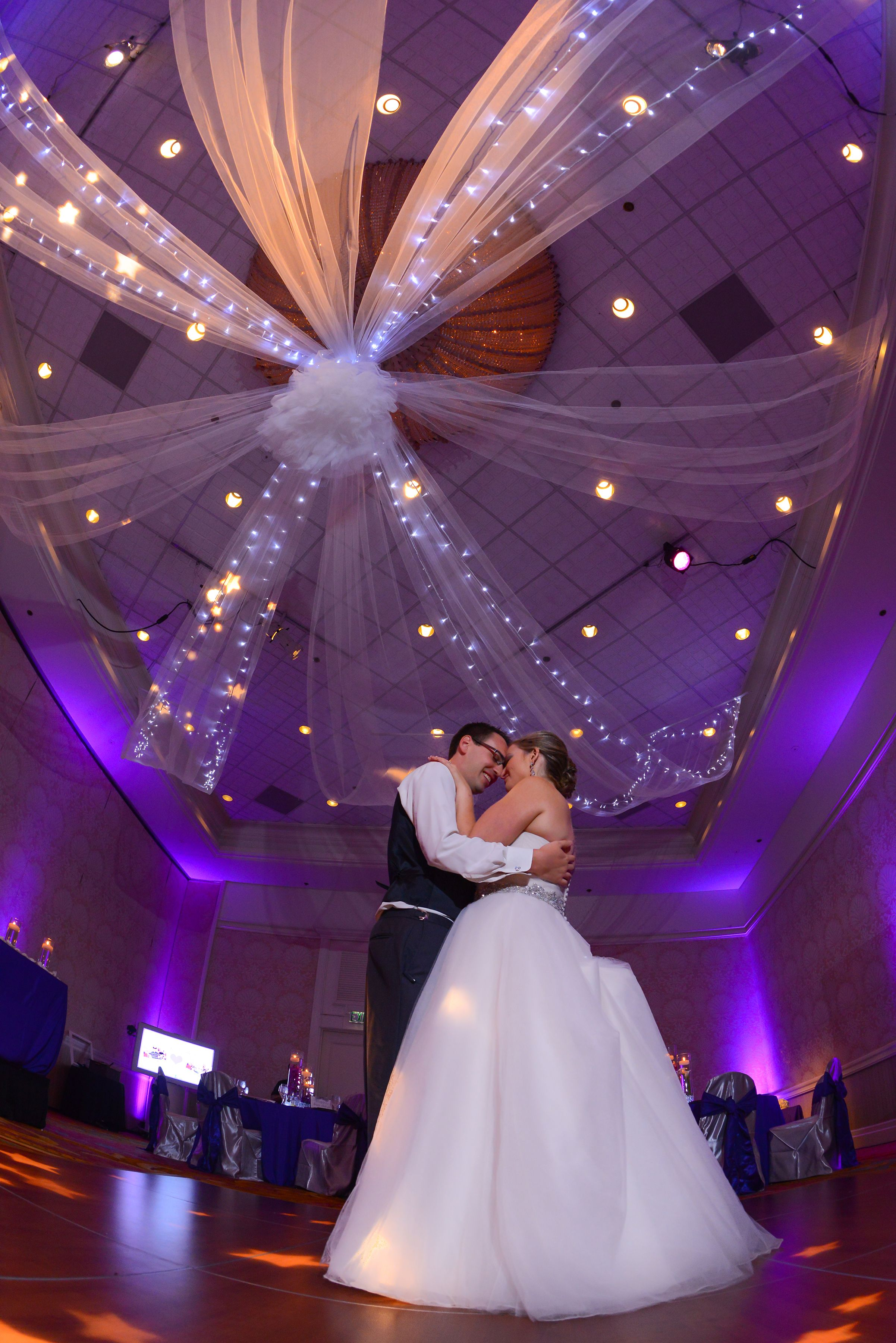This couple's first dance at Disney's Grand Floridian Resort is a moment they will never forget.실시간마종슬롯머신신용대출소액대출