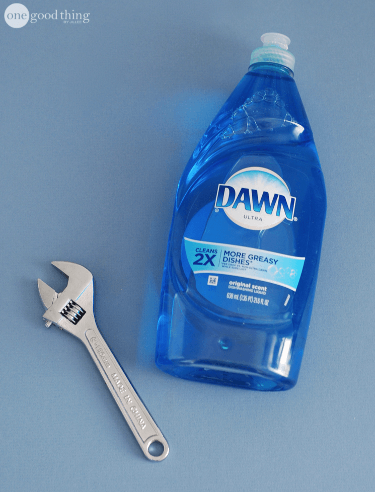 28 Ways To Use Dawn Dish Soap That Will Make Your Life