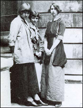 Dora Carrington, Barbara Hiles and Dorothy Brett in 1911
