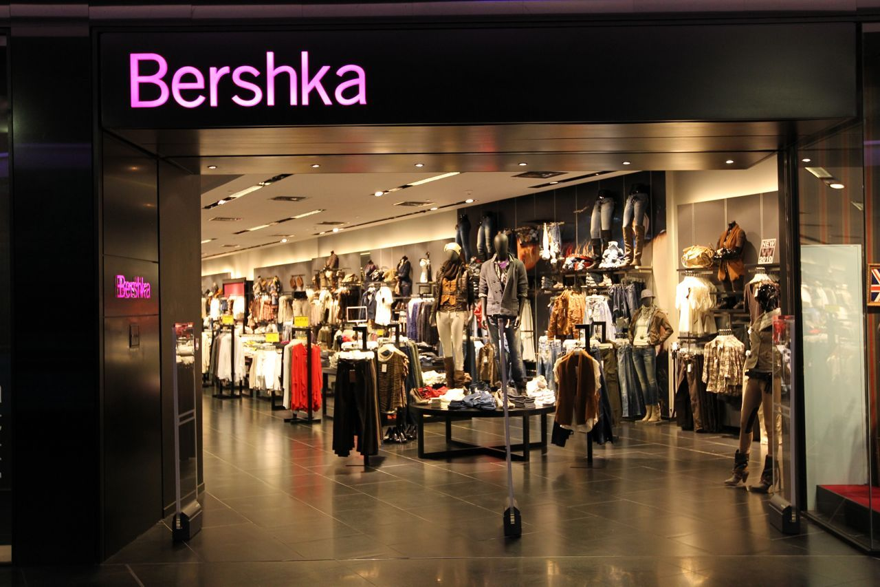 Bershka store | Visual Merchandising | Pinterest | Visual merchandising
