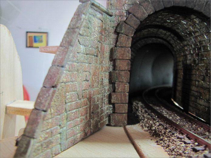 Muros de piedra en modelismo ferroviario