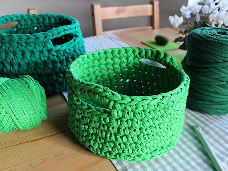 Diy Tutorial Crochet A T Shirt Yarn Basket Via Dawandacom