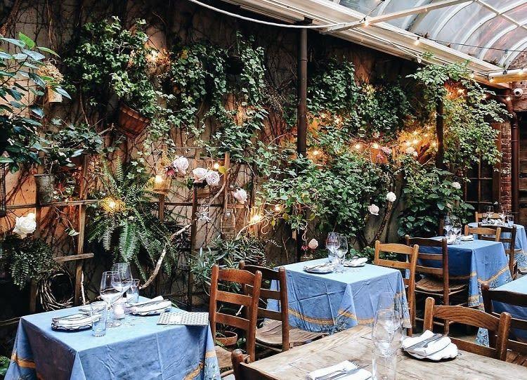 12 Lush Secret Garden Dining Spots In Nyc Secret Garden Cozy Restaurant Nyc