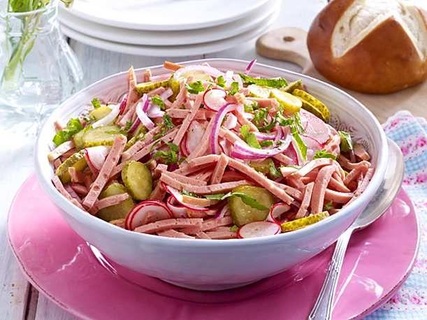 Fixer Leberkäs'-Salat Rezept | LECKER #octoberfestfood