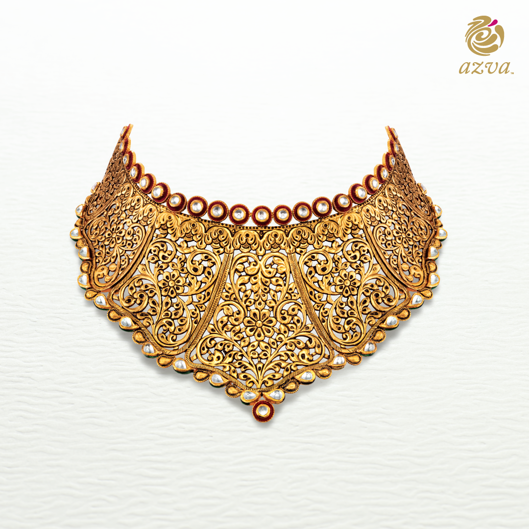 A showstopper that celebrates the 7vows with intricate vines of